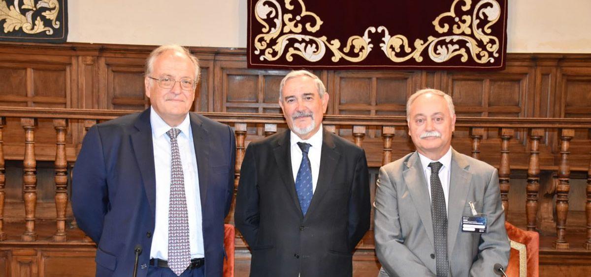 De izq. a dcha., Melchor Álvarez de Mon, Santiago Coca Menchero y Augusto Silva (ConSalud)
