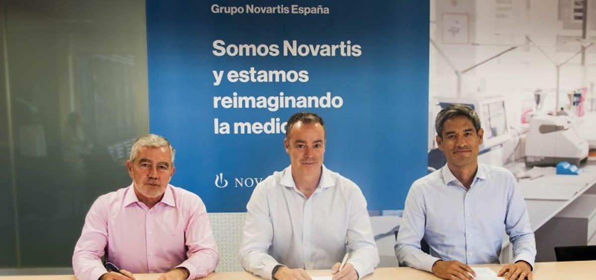 Firma entre Novartis y la Sociedad Canaria de Neurología (Foto. Novartis)