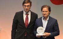 Pedro Cerezo en la recogida del premio (Foto. ECSalud)