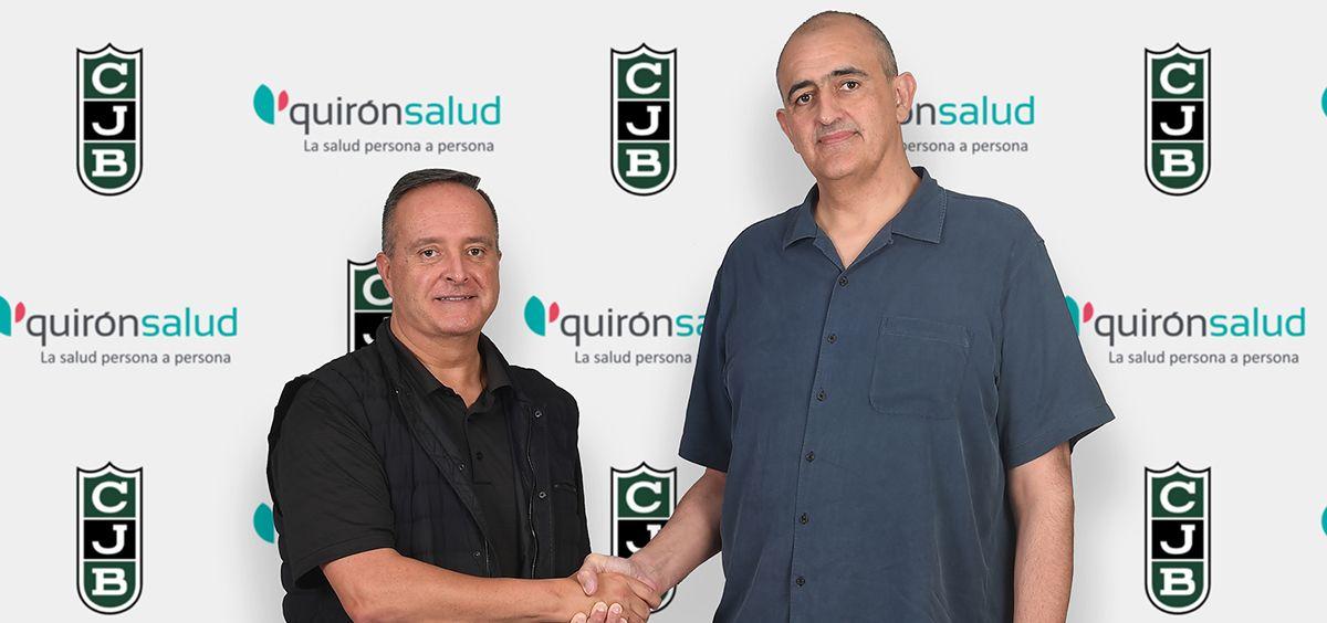 Antoni Mora y Juan Antonio Morales, presidente del Joventut, durante la firma del acuerdo. (Foto. ConSalud)