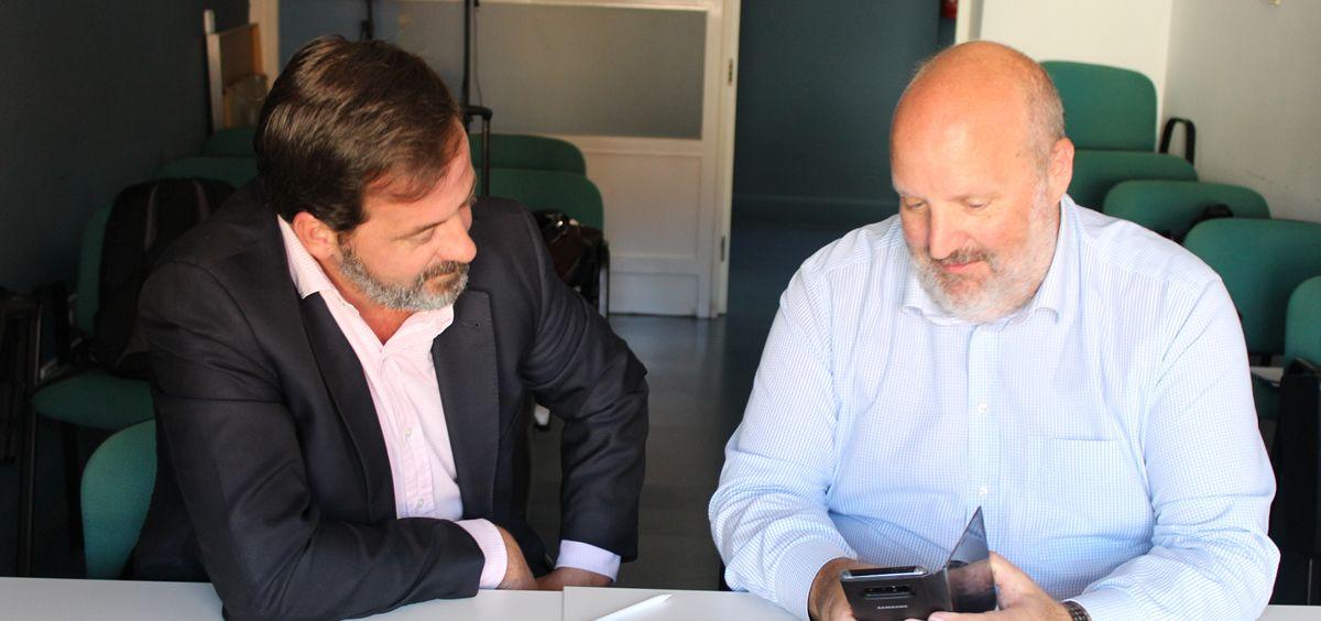 De izq. a dcha.: Carlos Rus, secretario general de Aspe; y Santi Casas, CEO de Validated ID. (Foto. ConSalud)