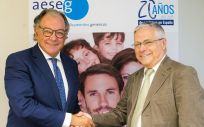 De izq. a dcha.: Ángel Luis Rodríguez de la Cuerda, secretario general de AESEG; junto a Fernando Carballo, presidente de FACME. (Foto. ECSalud)