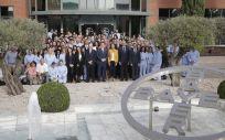 Autoridades con empleador de Bayer (Foto. ECSalud)