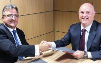 Firma del convenio de colaboración con Provia. (Foto. ECSalud)