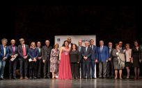 El presidente de Asisa, Francisco Ivorra, junto a los intérpretes y algunos invitados al concierto, delegados y directivos de Asisa.