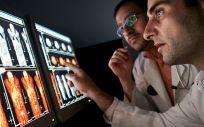 La solución escalable y flexible integra inteligencia y análisis en flujos de trabajo clínicos y operativos