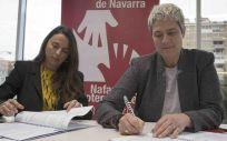 De izq. a dcha.: la directora general adjunta y del ramo de Responsabilidad Civil de A.M.A., Raquel Murillo; y la presidenta del Colegio de Fisioterapeutas de Navarra, Ana Jiménez Lasanta.