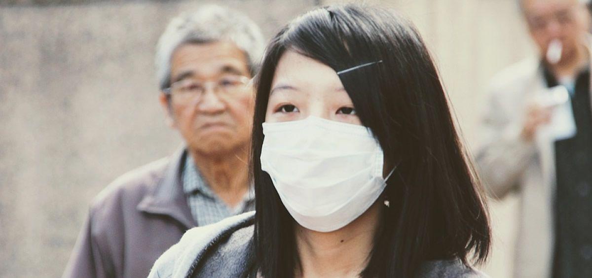 Mujer asiática con mascarilla (Foto. Pixabay)