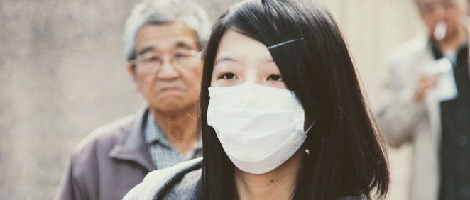 Mujer asiática con mascara (Foto. Pixabay)