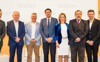 Jorge Crivillés, en el centro junto al alcalde de Alicante, Luis Barcala, y la delegada de Asisa en Alicante, Paula Giménez