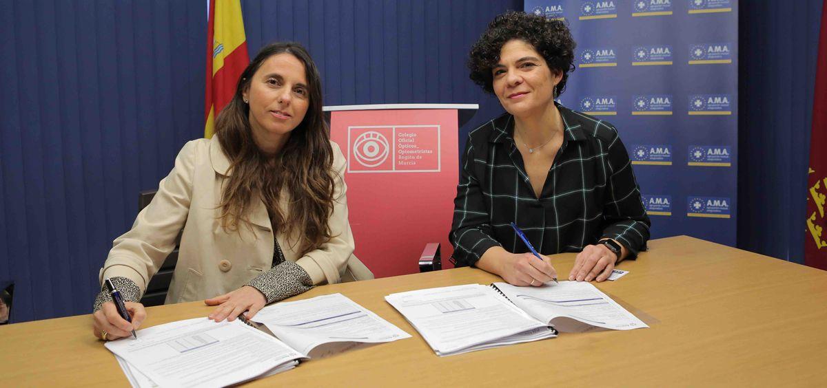 De izq. a dcha.: Raquel Murillo, directora general adjunta y directora de responsabilidad Civil Profesional de A.M.A.; y María Dolores Villaescusa, presidente del Colegio de Ópticos Optometristas de Murcia.