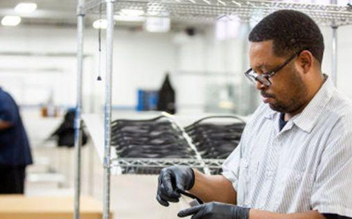 Ford trabaja con 3M, GE y UAW para acelerar la producción de respiradores