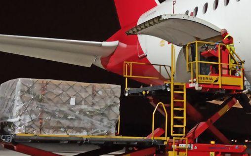 El primer avión del Corredor Aéreo Sanitario llega a España con 3 millones de mascarillas