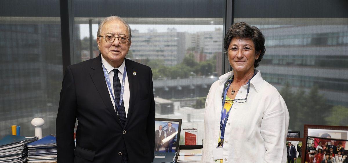 Diego Murillo, presidente de la Fundación AMA, junto a Cristina Velasco, presidenta del Colegio de Veterinarios de Cádiz.