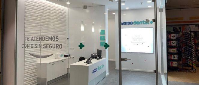 La nueva clínica ASISA Dental en Santander (Cantabria) está situada en El Corte Inglés Centro Comercial Bahía.