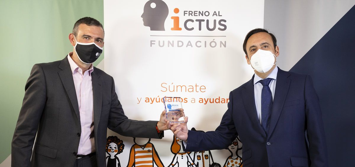 De izq. a dcha., Julio Agredano, presidente de la Fundación Freno al Ictus y Eduardo Pastor, presidente de Cofares.