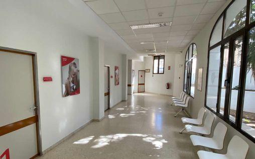 Ribera Almendralejo remodela la recepción y las salas de espera y habilita cinco consultas externas