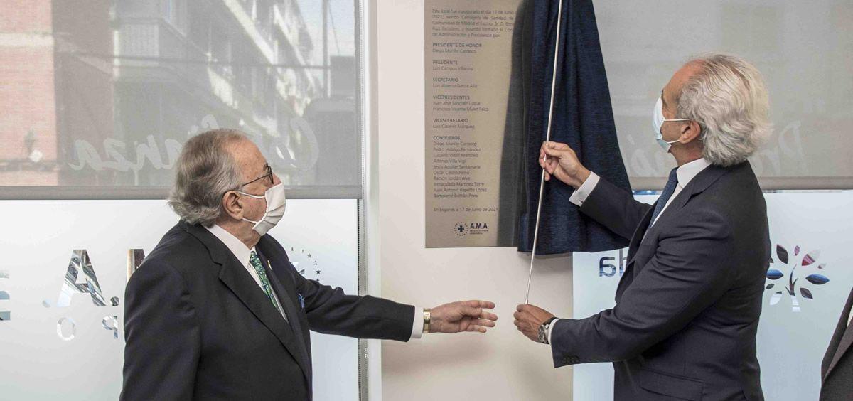 Diego Murillo, presidente de Honor de A.M.A., y Enrique Ruiz Escudero, consejero de Sanidad de la Comunidad de Madrid.