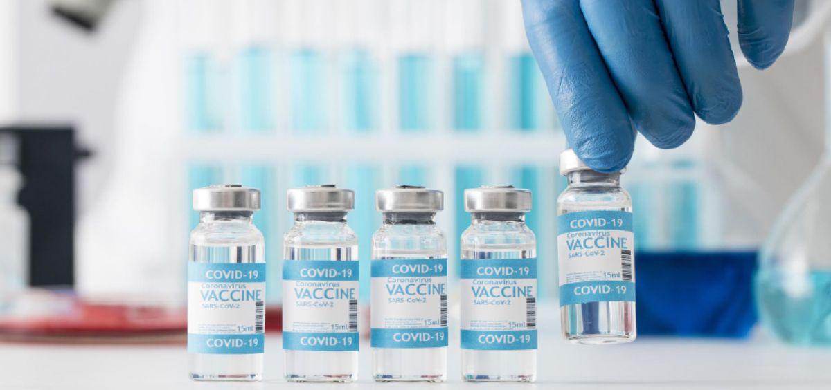 Dosis de las vacunas contra la COVID 19 (Foto. Freepik)