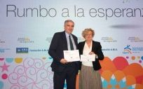 De izd. a drcha: Luis Núñez, secretario de la Fundación A.M.A. y Juana López, presidenta de FAPMI.