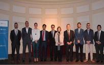 Ganadores de los Premios Mutual Médica 2017, con los miembros del Jurado.