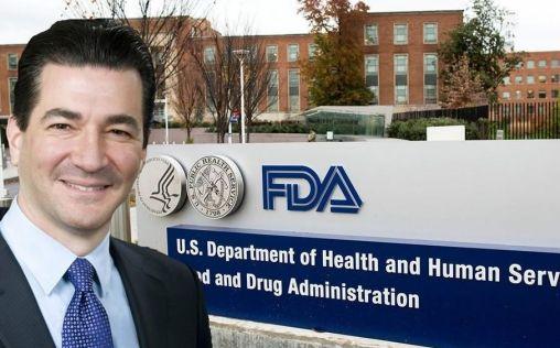 """El exfeje de la FDA advierte de que los fabricantes """"van tarde"""" en producir tratamientos Covid"""