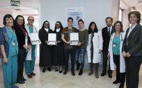 Premiados en el VIII Premio 'Humanidades y Medicina', junto al doctor José Manuel Puente, miembros del Hospital 12 de Octubre y Sara Cebrián, directora asociada de Comunicación de MSD en España