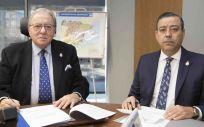 Diego Murillo, presidente de A.M.A. Vida, y Óscar Castro, presidente del Colegio de Dentistas de Murcia.