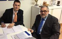 José Luis Morencia, presidente del colegio de Fisioterapeutas de Castilla y León; y Miguel Ángel Vázquez, responsable de colectivos del Grupo A.M.A.
