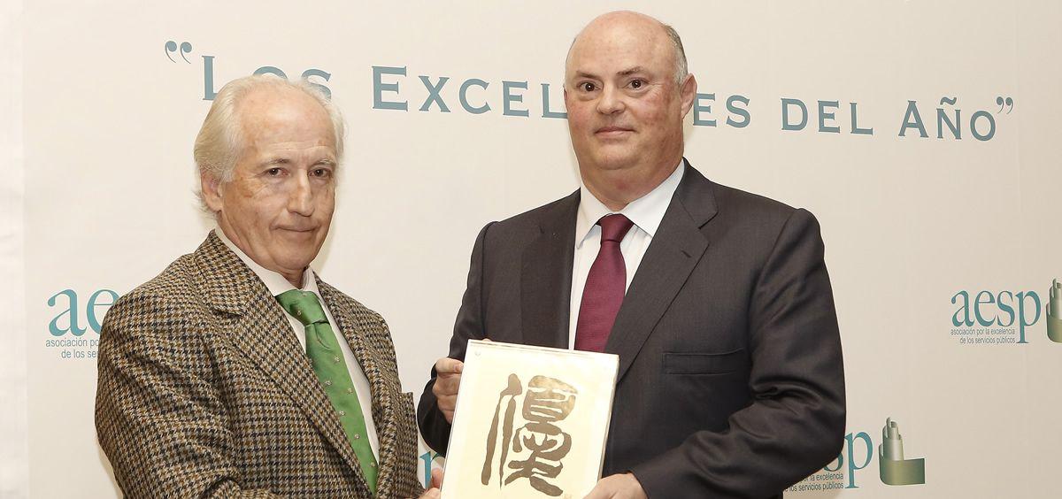 Enrique Linde, Catedrático de Derecho Administrativo y ex Subsecretario del Ministerio de Cultura; y Alberto de Rosa, Consejero Delegado de Ribera Salud.