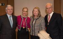 Los doctores Enrique de Porres y Luis Ortiz junto a la presidenta de la Comunidad de Madrid, Cristina Cifuentes