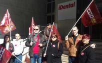 Los trabajadores de iFactory (iDental) en huelga tras meses sin cobrar su salario.