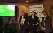 De izq. a drcha.: Miguel García, director de Comunicación de DKV; Josep Santacreu, CEO de DKV; y Javier Cubria, director financiero de DKV.