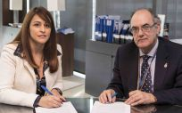 Luis Campos, presidente de la mutua, y María Teresa García, presidenta del Colegio.