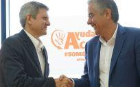De izq. a dcha.: Fernando Mudarra, director general de AA; y Miguel García Lamigueiro, director de Comunicación de DKV.