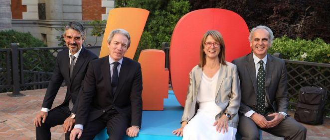 De izq. a dcha.: Jaume Pey, director general de anefp; Adolfo Ezquerra, diElena Zabala, presidenta de anefp; y Enrique Ruiz Escudero, consejero de Sanidad de la Comunidad de Madrid.
