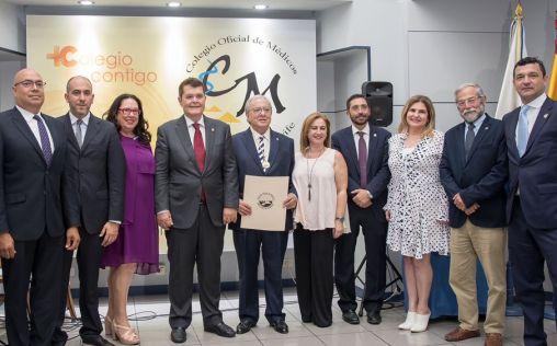 Diego Murillo (A.M.A) recibe las máximas condecoraciones del Colegio de Médicos de Tenerife