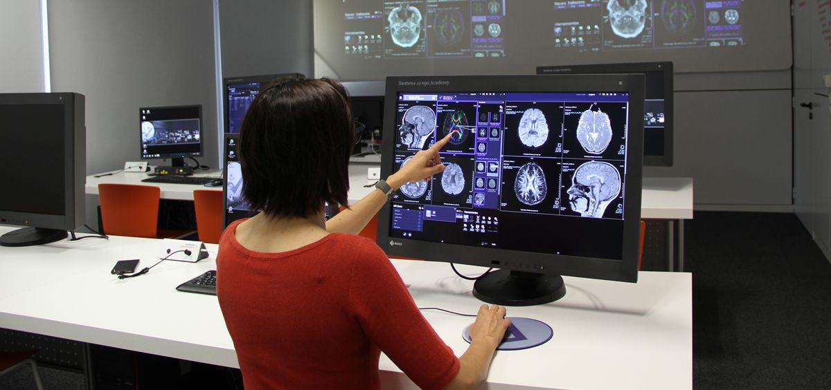 Los alumnos aprenderán a planificar estudios de resonancia magnética de las diferentes zonas del cuerpo, entre otros.