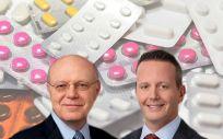 De izq. a dcha.: Ian Read, CEO de Pfizer; y Brenton L. Saunders, CEO de Allergan.