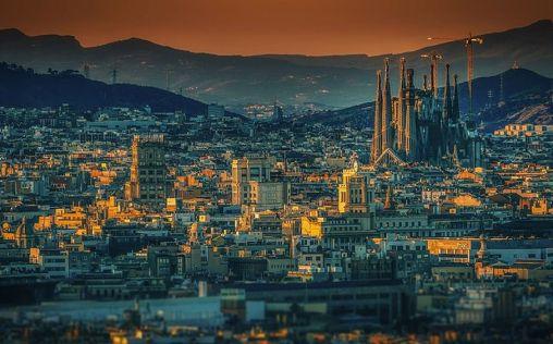 Carmen Calvo frenará la huida de empresas de Cataluña