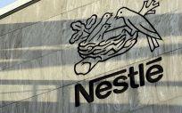 Nestlé estudia la venta de su filial de cuidado de la piel