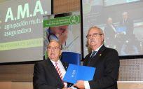 De izq. a dcha.: Diego Murillo, presidente de A.M.A.; y Serafín Romero, presidente de la OMC.