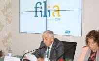 El presidente de PSN, Miguel Carrero, durante la presentación del Programa Filia, junto a la vicepresidenta de PSN, Carmen Rodríguez.