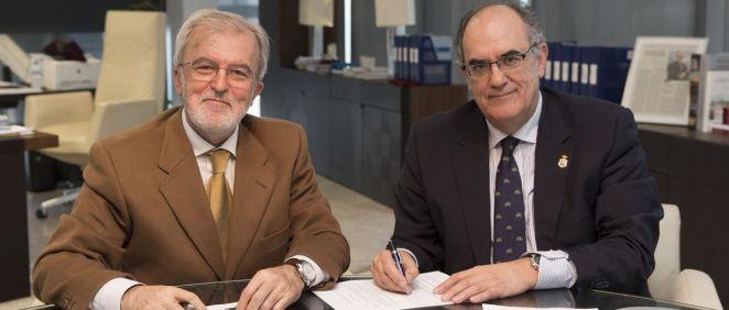Los enfermeros de Málaga renuevan el convenio de colaboración con la Fundación A.M.A.