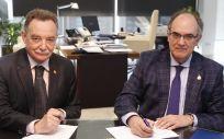 AMA Vida firma la póliza colectiva de Vida con el Colegio de Médicos de Huesca