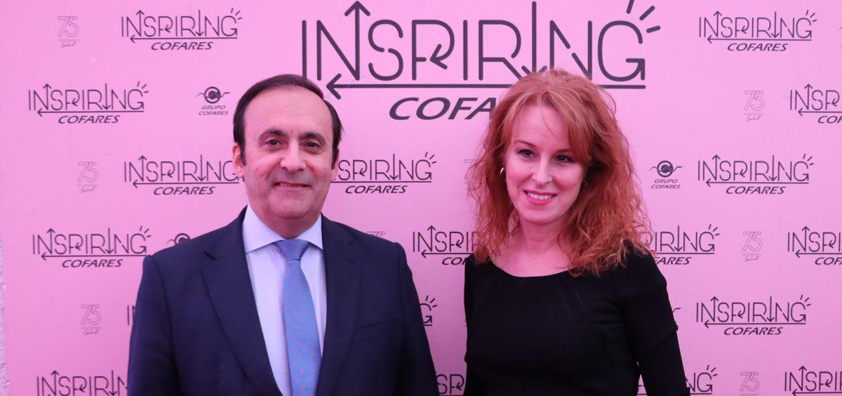 Eduardo Pastor, presidente de Cofares, junto a la periodista Gloria Lomana.