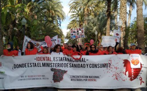 """Los afectados de iDental, """"olvidados"""" por las administraciones públicas"""