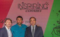 Mikel Gastearena, consejero del Grupo Cofares; Alex Txikon, alpinista; y Eduardo Pastor, presidente de Cofares.