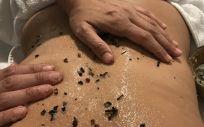La suavidad y luminosidad de la piel empieza por una buena limpieza a fondo