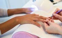 Hay algunas afecciones que hacen que las uñas se vuelvan débiles